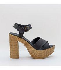 sandalia de cuero negra trapezio violeta