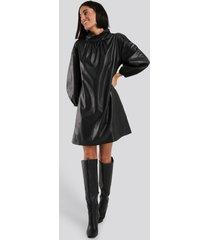 na-kd faux leather full volume mini dress - black