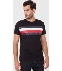 camiseta tommy hilfiger lettering preta - preto - masculino - algodã£o - dafiti