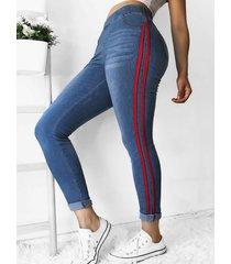 bolsillos laterales cinta elástica cintura pantalones ajustados pies