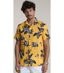 camisa masculina tradicional estampada floral manga curta amarela