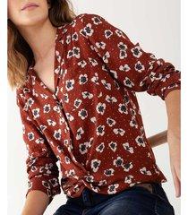 camisa floral detalle anudado