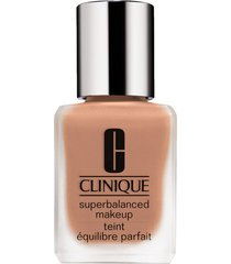 clinique superbalanced makeup liquid foundation - warmer