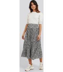 na-kd midi pleated skirt - multicolor
