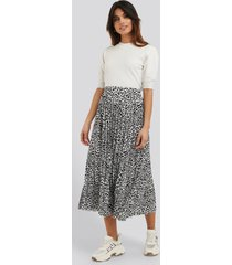 na-kd midi pleated skirt - multicolor