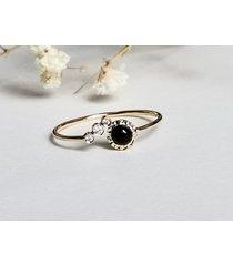 pierścionek zaręczynowy z onyksem i diamentami