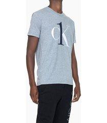 camiseta masculina graphic logo cinza mescla loungewear calvin klein - s