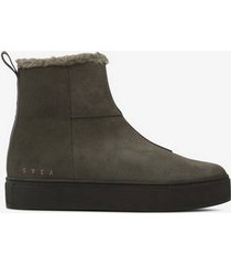 mockaboots suede pile boot