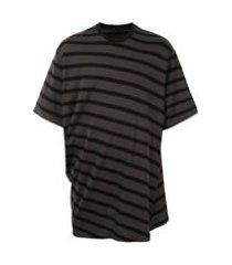 julius camiseta oversized com listras - marrom