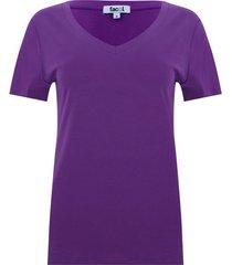 camiseta cuello v color morado, talla 14