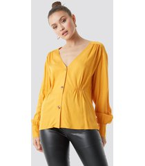 na-kd v-cut button up blouse - yellow