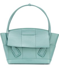 bottega veneta medium arco tote bag - blue