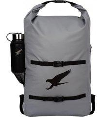 mochila impermeable highland 28l gris falcone