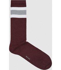 reiss zippo - sports socks with hoop detail in bordeaux, mens