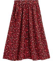 halvlång, mönstrad kjol i utställd modell