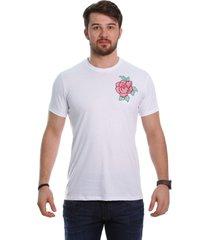 camiseta javali branca flor bordada - kanui