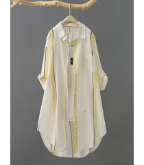 camicetta da donna con risvolto a maniche lunghe con stampa a righe e tasca con bottoni