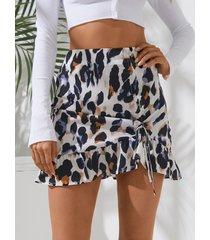 minifalda con pliegues y cordón de leopardo blanco de yoins