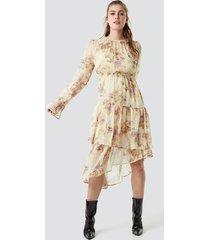 na-kd boho asymmetric chiffon frill dress - beige,multicolor