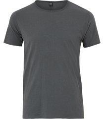 t-shirt med råa kanter