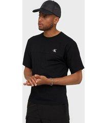 calvin klein jeans puff print back logo t-shirt t-shirts & linnen black
