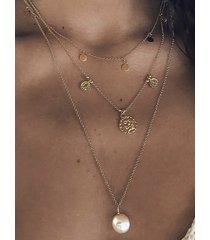 collar multicapa con combinación de perlas de disco