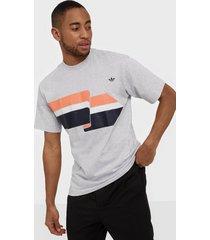 adidas originals ripple tee t-shirts & linnen grå