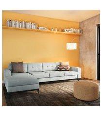 sofá 4 lugares leave com chaise esquerdo pés e base em madeira linho cotton cinza