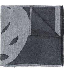 alexander mcqueen fine knit skull patterned scarf - grey