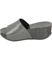 sandalia cuero brillo arrugado asfalto mailea