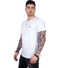 camiseta 4 ás manga curta branca v com botões