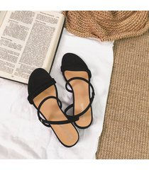 sandalias de mujer con tacón.