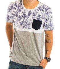 camiseta  com recorte estampado floral e bolso frontal  area verde - multicolorido - masculino - dafiti
