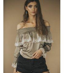bluzka z falbanką lisa