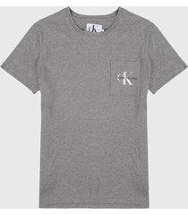 camiseta gris-rosa calvin klein