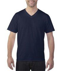 camiseta de color liso con cuello en v masculino.