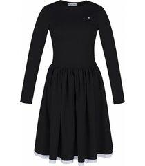 sukienka rozkloszowana z haftowaną koronką czarna