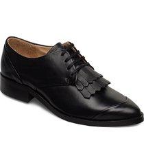 prime fringe shoe snörade skor låga svart royal republiq