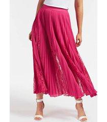 plisowana spódnica z koronkowymi wstawkami