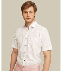 camisa manga corta con bolsillo de parche estampada