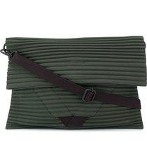 homme plissé issey miyake pleat detail messenger bag - green
