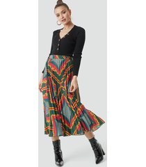 na-kd baroque print pleated midi skirt - multicolor