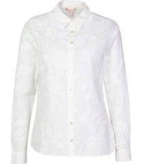 camisa con detalles florales bordados
