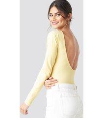 na-kd basic deep back body - yellow