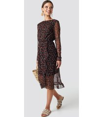 na-kd boho frill detail printed mesh dress - black,multicolor