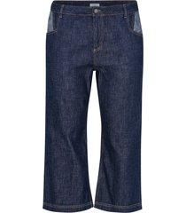 korta jeans i mörkblå denim
