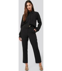 na-kd classic tailored cropped suit pants - black