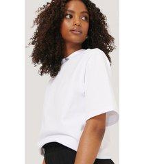 na-kd trend t-shirt med axelvaddar - white