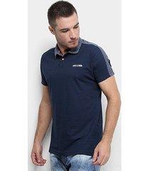camisa polo fatal faixa ombro logo masculina