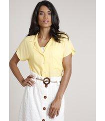 camisa feminina ampla com bolso manga curta amarela